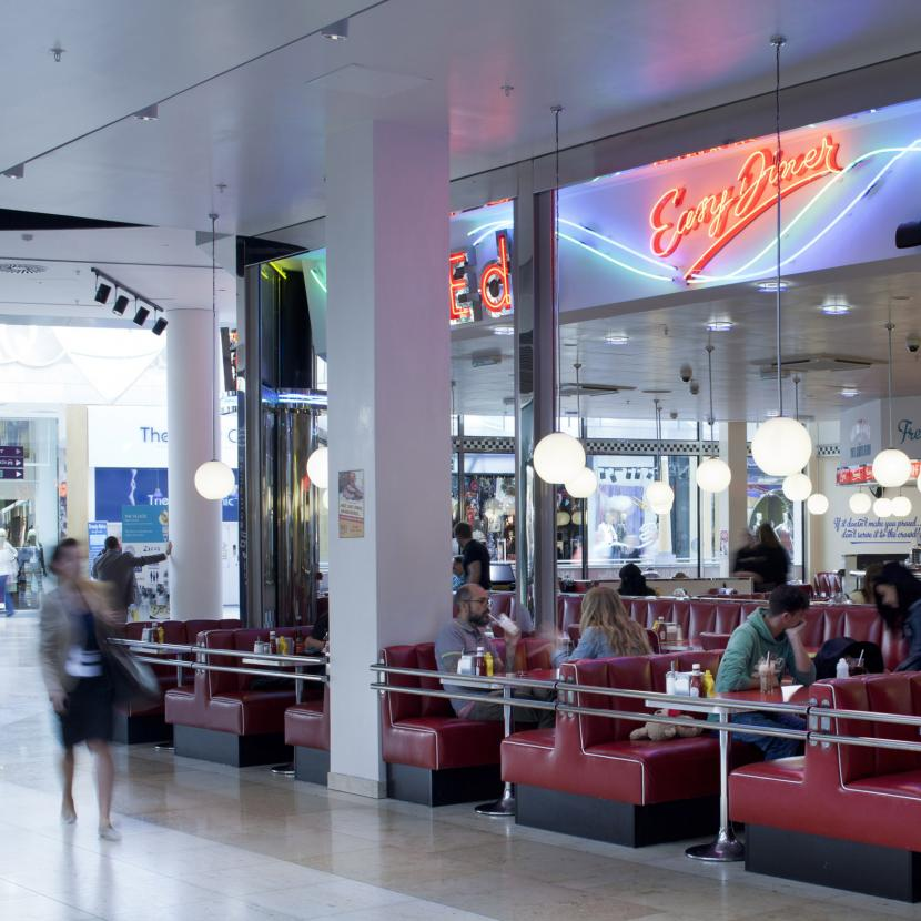 Ed's Easy Diner, Bluewater | Retro-American diner serves burgers hotdogs, fries, classic American desserts and decadent milkshakes.